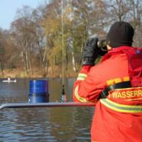 Einsatzkräfte der DLRG sorgen für Sicherheit bei einer Ruderregatta(Archiv)